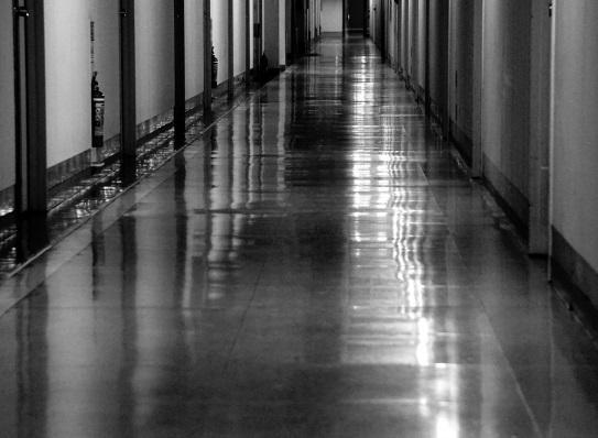 病院の廊下イメージ画像